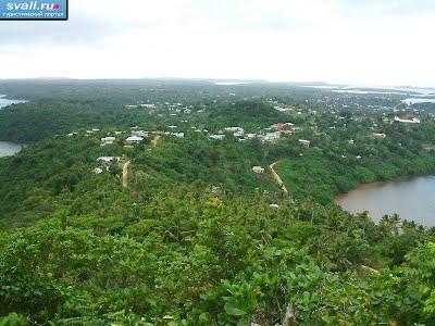 острова Тонга, остров Вавау, вид с горы на один из районов города Нейафу